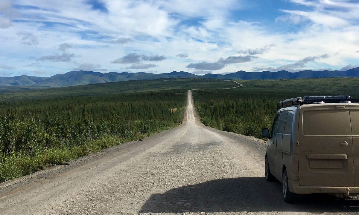 Autolla ja lentämättä maailman ympäri 2018 – Maailman kiertänyt auto esillä Matka & Caravan 2020 -messuilla